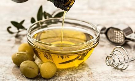 11 Amazing Benefits of Using Olive Oil as a Face Moisturizer